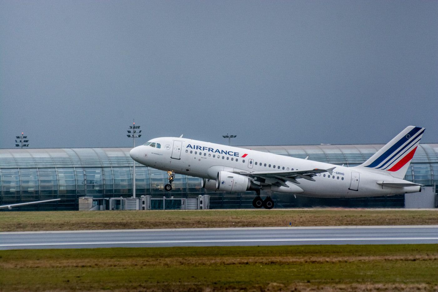 Airbus A319 d'Air France décollant prés de l'aéroport de Roissy-CDG
