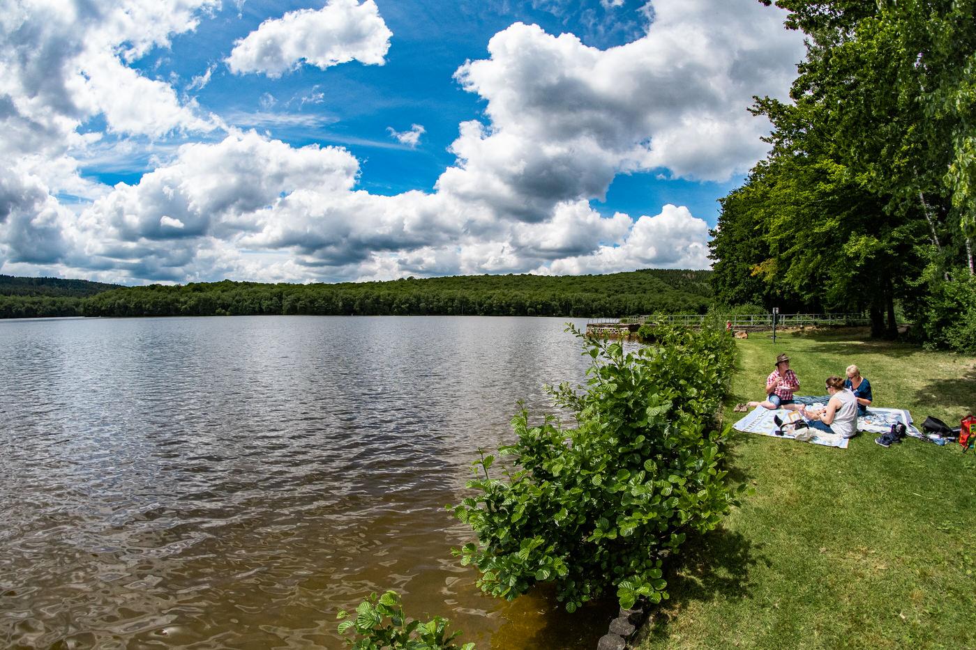 Pique-nique au bord du Lac des Vieilles Forges